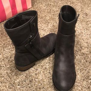 Maurices Shoes - Stylish zip up boots.